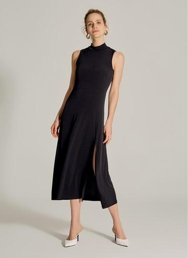 NGSTYLE Dik Yakalı Yırtmaçlı Elbise Siyah